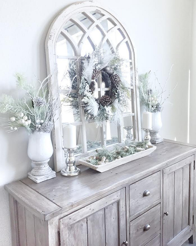 Christmas Dining Room Decor. Christmas Dining Room Decor Ideas. Neutral, simple and beautiful Christmas Dining Room Decor ideas. #ChristmasDiningRoomDecor #ChristmasDiningRoomDecorIdeas #ChristmasDecor #DiningRoomDecor MyTexasHouse