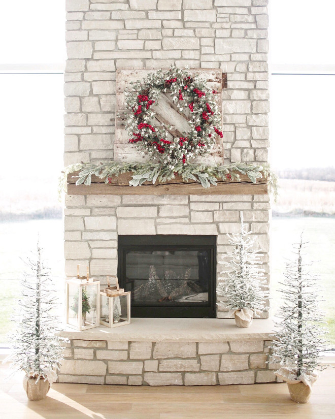 Christmas Fireplace Decor. Christmas Fireplace Decorating ideas. Christmas Fireplace Decor. Christmas Fireplace Decor #ChristmasFireplaceDecor #Christmas #FireplaceDecor #ChristmasDecor Instagram Beautiful Homes of Instagram @NC_HomeDesign