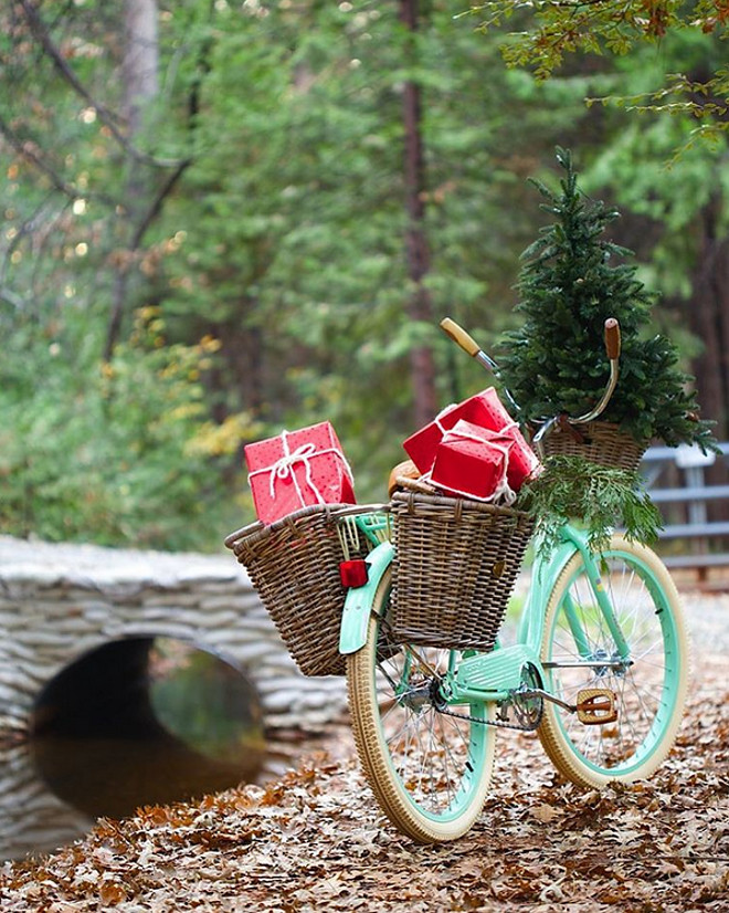 Christmas Turquoise Bicycle. Christmas Turquoise Bike. Christmas Turquoise Bike Ideas. #Christmas #TurquoiseBike French Country Cottage via Instagram @frenchcountrycottage