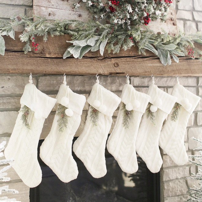 Farmhouse Christmas Mantel. Farmhouse Christmas Mantel Ideas. Farmhouse Christmas Mantel #FarmhouseChristmasMantel #FarmhouseChristmasMantel #FarmhouseMantel Instagram Beautiful Homes of Instagram @NC_HomeDesign