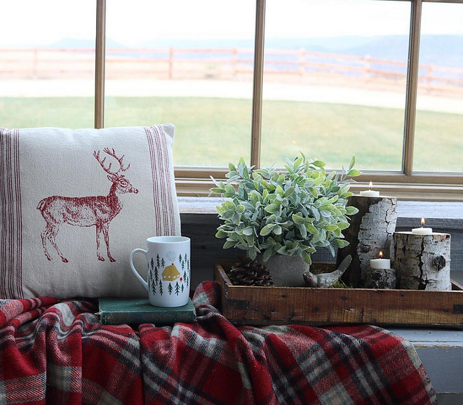 Farmhouse Christmas Decor. Farmhouse Christmas Decor. Bedroom, window seat Farmhouse Christmas Decor. Farmhouse Christmas Decor #FarmhouseChristmas #FarmhouseChristmasDecor #windowseatChristmasdecor #FarmhouseChristmasIdeas Home Bunch's Beautiful Homes of Instagram @birdie_farm