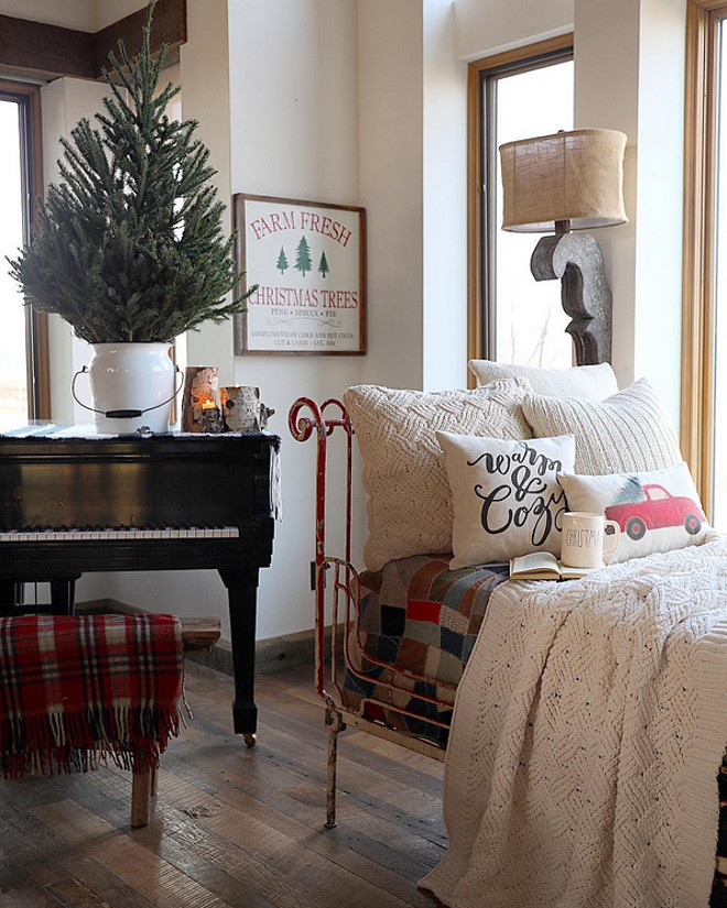Farmhouse Christmas. Farmhouse Christmas Ideas. Farmhouse Christmas. Farmhouse Christmas. Farmhouse Christmas #FarmhouseChristmas #FarmhouseChristmasIdeas #Farmhouse #Christmas #ChristmasIdeas Home Bunch's Beautiful Homes of Instagram @birdie_farm
