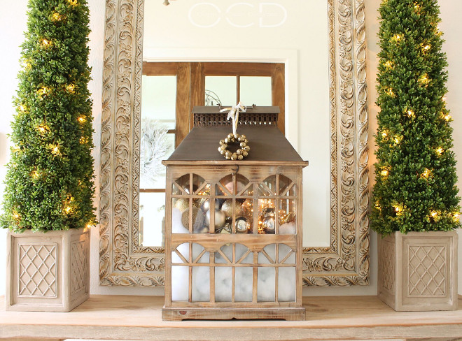 Foyer Christmas decor. Foyer Christmas decor ideas. Foyer Christmas. <Foyer Christmas decor> #FoyerChristmasdecor Beautiful Homes of Instagram organizecleandecorate