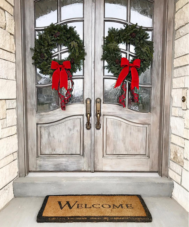 Front Door Christmas Wreath. Front Door Christmas Wreath Ideas. Classic Front Door Christmas Wreath. <Front Door Christmas Wreath> #FrontDoorChristmasWreath #FrontDoorChristmasWreathIdeas #FrontDoor #ChristmasWreath #ClassicChristmasWreath Pink Peonies