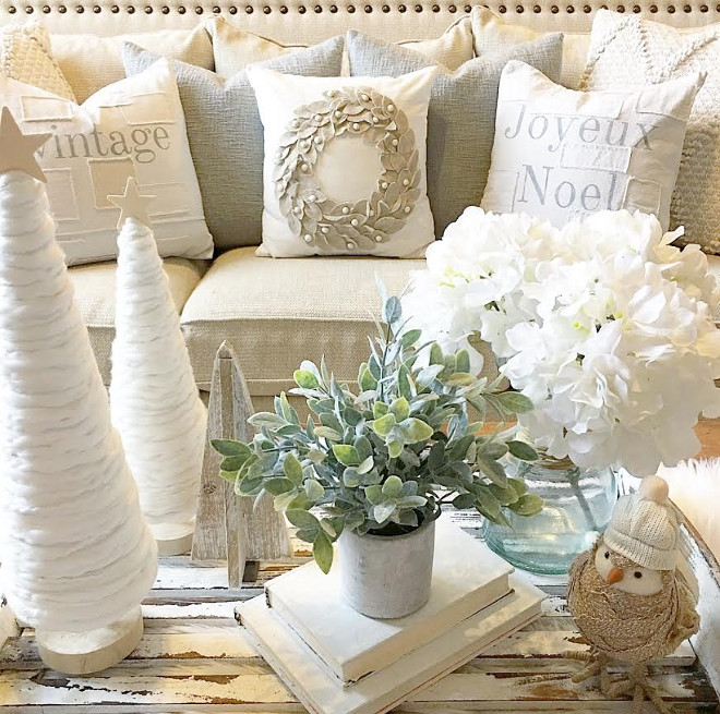 Organic Christmas Decor. Neutral Christmas Decor. Organic Christmas Decor. Neutral Christmas Decor Ideas #OrganicChristmasDecor #ChristmasDecor #NeutralChristmasDecor #NeutralChristmasDecoratingIdeas Aly McDaniel via Instagram @thedowntownaly