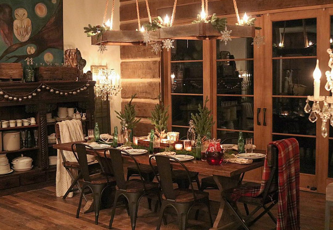 Rustic Christmas Dining Room Decor. Rustic Christmas Dining Room Decor Ideas. Rustic Christmas Dining Room Decor. Warm and inviting Rustic Christmas Dining Room Decor #RusticChristmasDecor #ChristmasDiningRoomDecor Home Bunch's Beautiful Homes of Instagram @birdie_farm