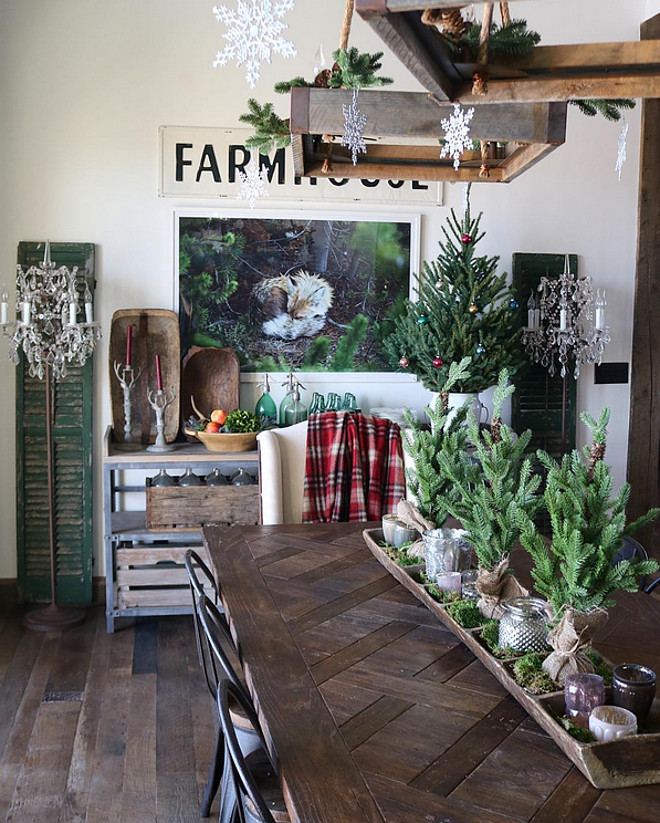 Rustic Christmas. Farmhouse Christmas. Rustic Christmas. Farmhouse Christmas. Rustic Christmas. Farmhouse Christmas Ideas #RusticChristmas #FarmhouseChristmas Home Bunch's Beautiful Homes of Instagram @birdie_farm