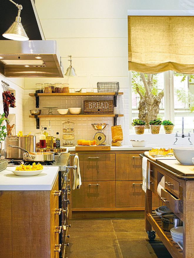 Rustic kitchen wood shelves. El Mueble