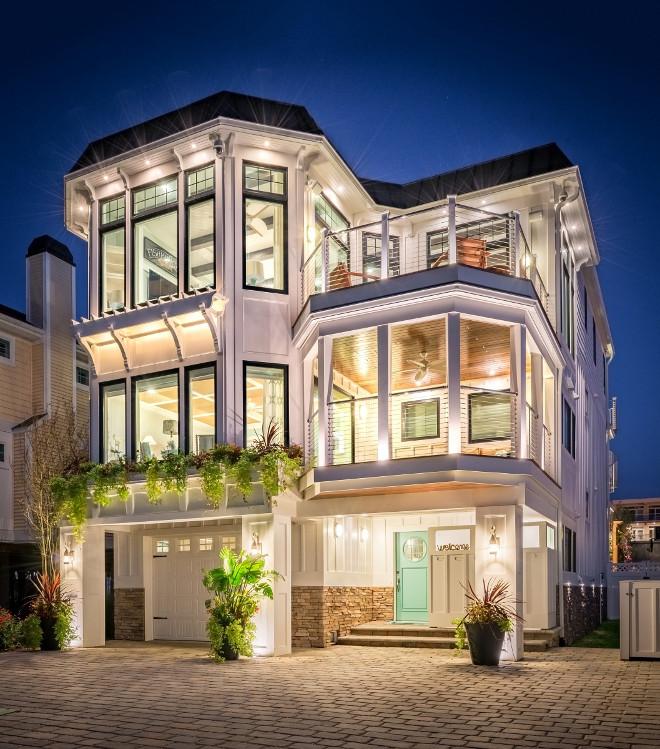 Beach house. Modern beach house architecture. Beach house with turquoise front door. Modern Beach house with turquoise front door #Beachhouse #ModernBeachhouse #turquoisefrontdoor #turquoisedoor #frontdoor Echelon Interiors
