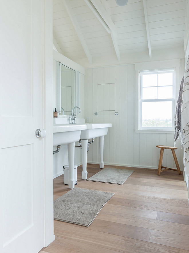Benjamin Moore Decorators White. White shiplap painted in Benjamin Moore Decorator's White. #BenjaminMooreDecoratorsWhite #whiteshiplappaintcolor #whitepaintcolor #BenjaminMoore #DecoratorsWhite Krueger Architects