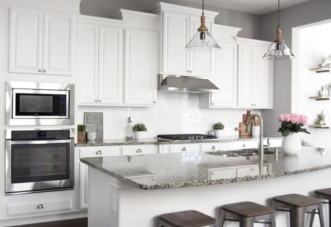 Crisp White Farmhouse Kitchen. I love the simplicity and crispness of this farmhouse kitchen. #Farmhousekitchen #whitekitchen #Crispwhitekitchen #Whitefarmhousekitchen