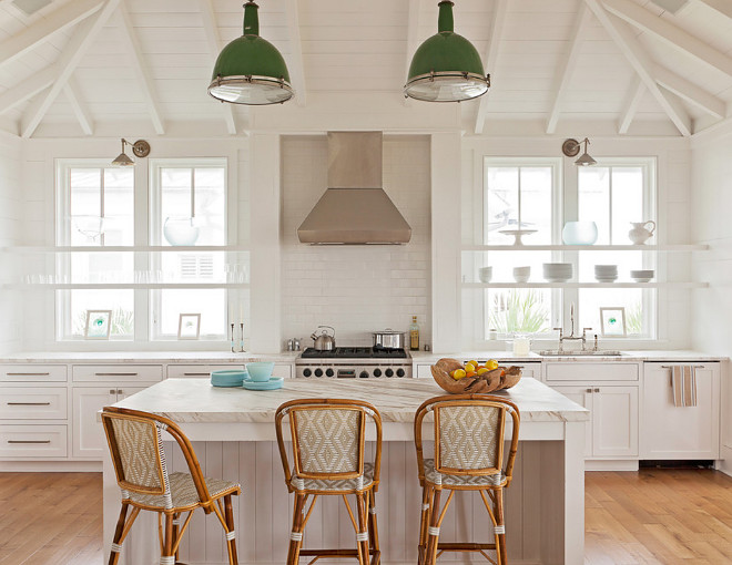 Dark Green Pendant Light. This green pendant light brings some color to this neutral kitchen. Green pendant light. Dark Green Pendant Light ideas #DarkGreenPendantLight GreenPendantLight Beau Clowney Architects