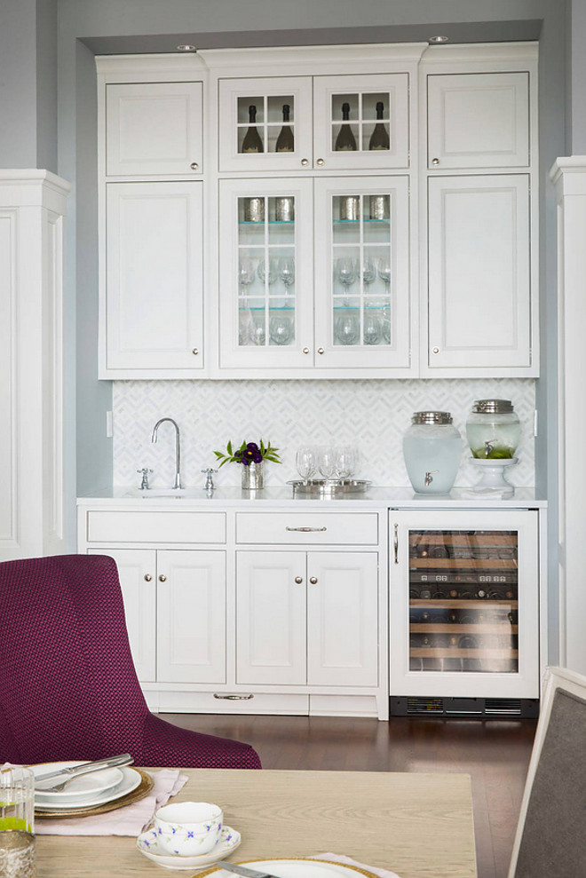 Dining room butlers pantry. Butlers pantry is tucked in a nook in the dining room. Practical idea! Dining room butlers pantry. Dining room butlers pantry #Diningroom #butlerspantry Martha O'Hara Interiors