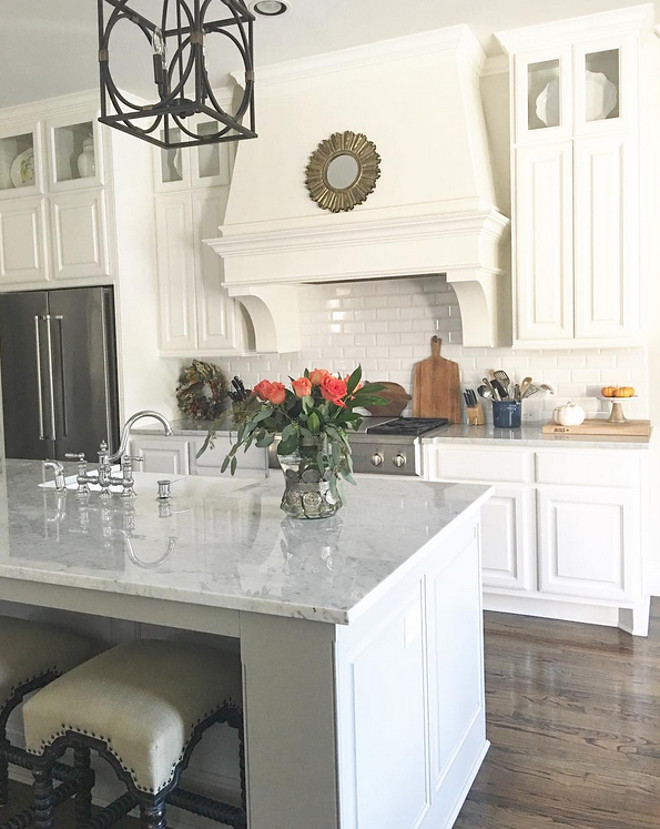 Grey Kitchen Island. Kitchen Island Paint Color Classic Gray by Benjamin Moore. Grey Kitchen Island. #GreyKitchenIsland #KitchenIsland #GreyIsland Beautiful Homes of Instagram: classicstylehome