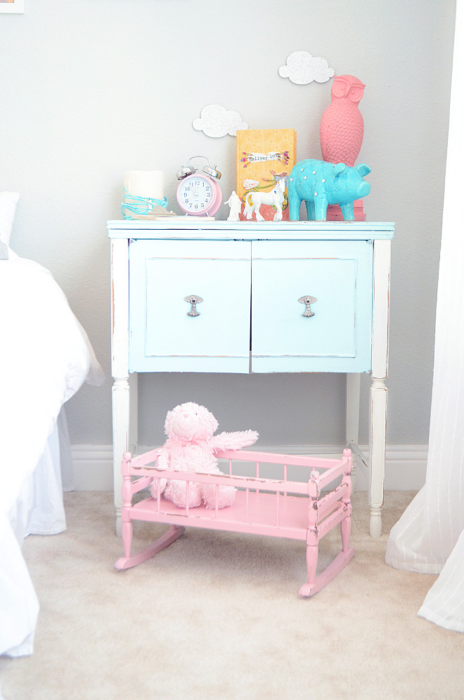 Kids Nightstand Decor. Kids Nightstand Decor Ideas. Kids Nightstand Decorating ideas. Kids Nightstand Decor #KidsNightstandDecor #NightstandDecor Home Bunch's Beautiful Homes of Instagram Pillow Thought