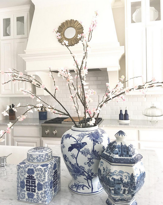 Kitchen Countertop with blue and white ginger jars. Nothing looks better in a marble countertop than blue and white ginger jars! Beautiful Homes of Instagram: classicstylehome