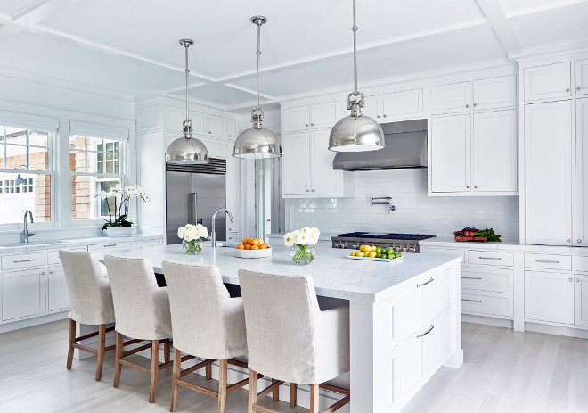 Kitchen with linen counterstools. Linen counterstools are from Restoration Hardware #Kitchen #linencounterstools #Linenstools #RestorationHardware Chango & Co.