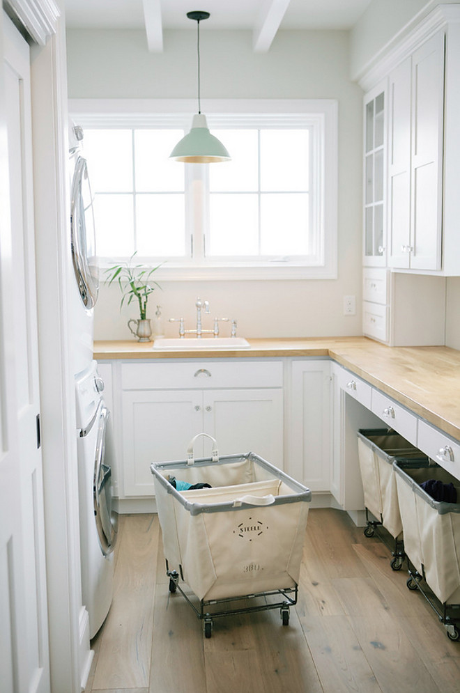 Laundry room Hardwood Floor. Hardwood Flooring Featured is Antique White from The Chateau Collection by DuChateau. #Laundryroom #LaundryroomHardwoodFloor #HardwoodFlooring #AntiqueWhiteOak #ChateauCollection #DuChateauFlooring Steele Canvas