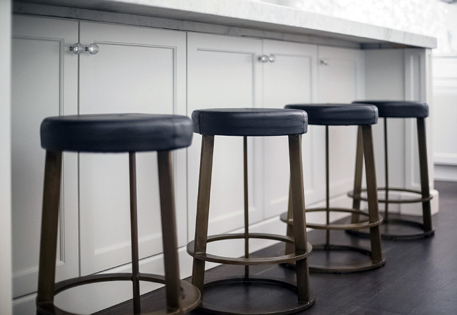 Kitchen island stools. Metal and leather kitchen stools. Kitchen island stools. The stools are CB2, Reverb. #kitchenstools Signature Interior Designs