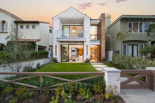 Modern Beach House with Whitewashed Brick Exterior. Modern Beach House with Whitewashed Brick Exterior Ideas #ModernBeachHouse #ModernBeachHouseIdeas #BeachHouse #WhitewashedBrickExterior #WhitewashedBrick Patterson Custom Homes