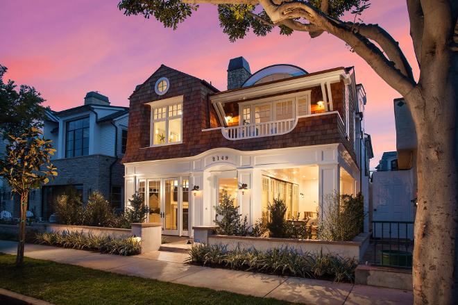 Small Lot California Beach Cottage. Small lot cottage. Small lot beach house. #smalllot #beachhouse #cottage #Smalllothomes Brandon Architects, Inc.
