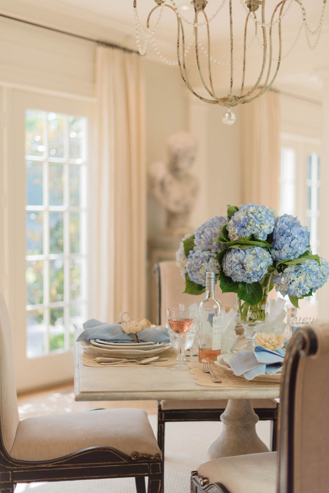 Blue Hydrangeas Table Centerpiece. Classic Blue Hydrangeas Table Centerpiece Ideas #BlueHydrangeaTableCenterpiece #BlueHydrangeas #TableCenterpiece Home Bunch's Beautiful Homes of Instagram @loveyourperch