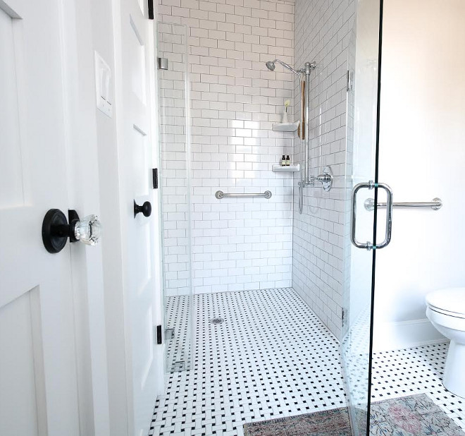 Curbless shower is wheelchair accessible and it also creates a seamless look #Curblessshower #wheelchairaccessibleshoweer Beautiful Homes of Instagram @greensprucedesigns