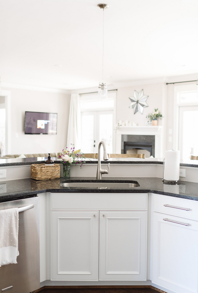 Decorators White Benjamin Moore, Decorators White Benjamin Moore Kitchen cabinet paint color Decorators White Benjamin Moore #DecoratorsWhiteBenjaminMoore #DecoratorsWhiteBenjaminMoorekitchen #cabinetpaintcolor Beautiful Homes of Instagram @thegraycottage