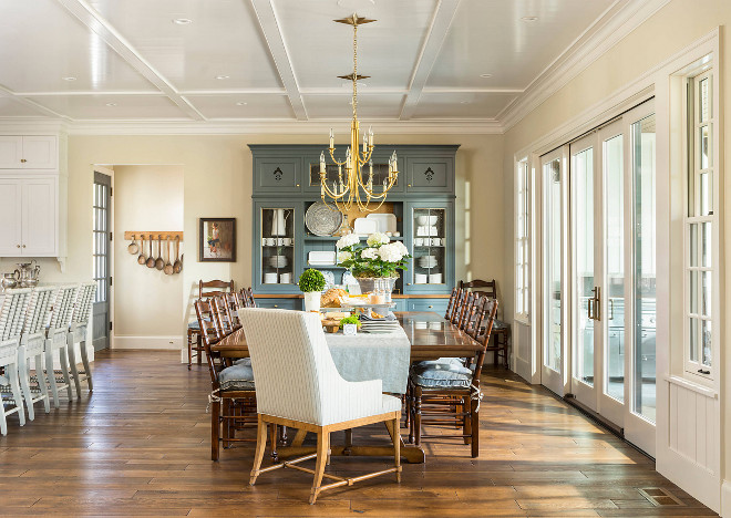 Farmhouse Dining Room. Neutral farmhouse dining room. Neutral farmhouse dining room with custom hutch. Neutral farmhouse dining room #Neutral #farmhousediningroom #diningroom Jackson and LeRoy
