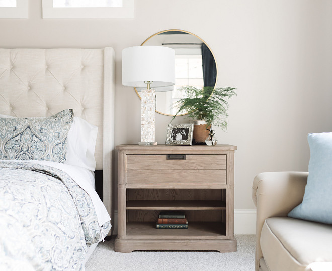 Farmhouse bedroom nightstand, Simple and neutral yet beautiful Farmhouse bedroom nightstand, Farmhouse bedroom nightstand #Farmhousebedroomnightstand #Farmhousebedroom #nightstand Beautiful Homes of Instagram @thegraycottage