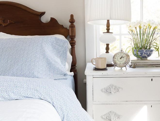 Farmhouse bedroom with vintage nightstand. Dresser: Antique, I painted it w/ Annie Sloan Chalk Paint in Pure White. Farmhouse bedroom with vintage nightstand and headboard. Farmhouse bedroom with vintage nightstand #Farmhousebedroom #vintagenightstand Beautiful Homes of Instagram @greensprucedesigns