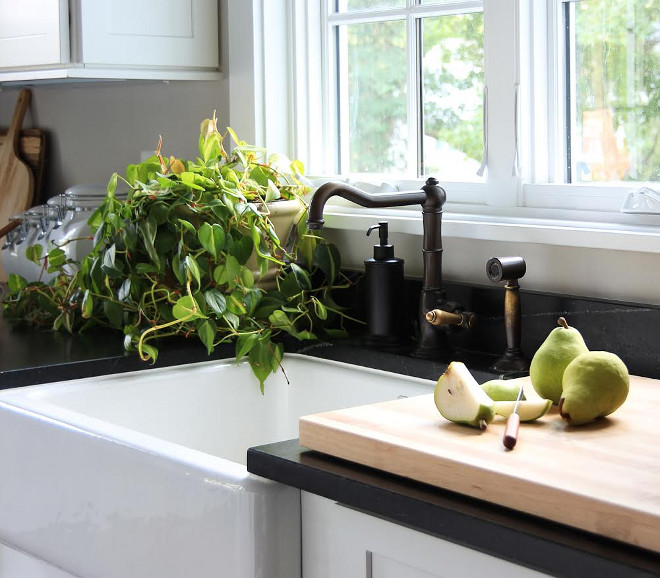 Farmhouse kitchen sink and faucet. Farmhouse kitchen sink and faucet #Farmhouse #Farmhousekitchen #farmhousesink #Kitchenfaucet Beautiful Homes of Instagram @greensprucedesigns