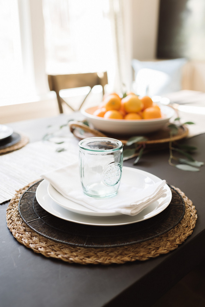 Farmhouse table setting, Farmhouse table setting ideas. Farmhouse dining room table setting #Farmhousetablesetting #Farmhousetable #tablesetting #farmhouse #farmhousediningroom Beautiful Homes of Instagram @thegraycottage