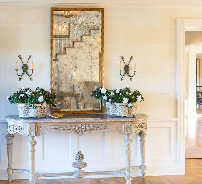 Foyer console table and mirror. Foyer console table and mirror ideas. Foyer console table and mirror #Foyer #consoletable #mirror Home Bunch's Beautiful Homes of Instagram @loveyourperch