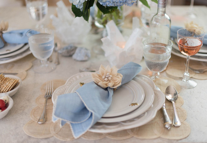 Neutral blue and white table setting ideas. Home Bunch's Beautiful Homes of Instagram @loveyourperch