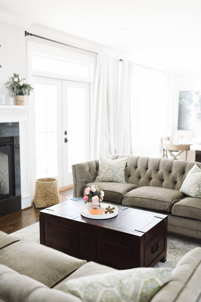 Neutral farmhouse living room, Neutral farmhouse living room coffee table, Neutral farmhouse living room #Neutralfarmhouse #Neutralfarmhouselivingroom Beautiful Homes of Instagram @thegraycottage