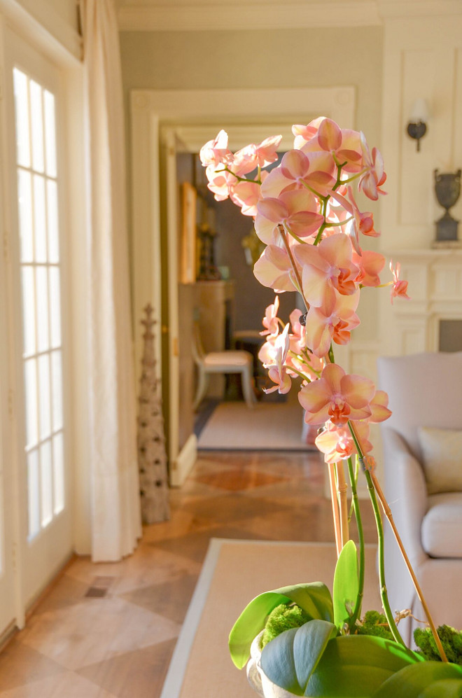 Orchids. Pink orchids. Decorating with orchids. #orchids #pinkorchids Home Bunch's Beautiful Homes of Instagram @loveyourperch