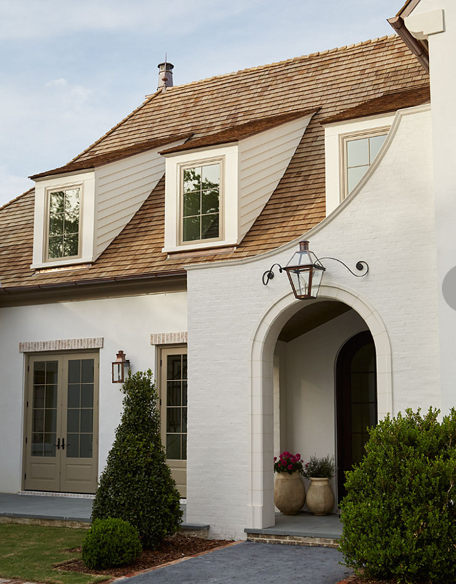 Cream white brick exterior with tan window trim. Cream white brick exterior with tan window trim. Cream white brick exterior with tan window trim. Cream white brick exterior with tan window trim #Creamwhitebrick #whitebrickexterior #brickexterior #tanwindowtrim #tan #windowtrim Andrew Howard Interior Design