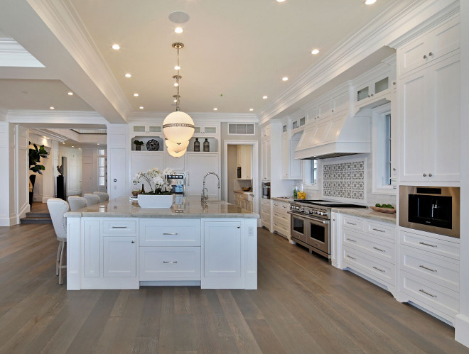 White cape cod beach house design home bunch interior for Small beach house kitchen designs