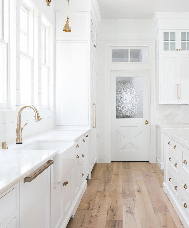 White Kitchen Cabinets Light Floor: Farmhouse Interior Design Ideas