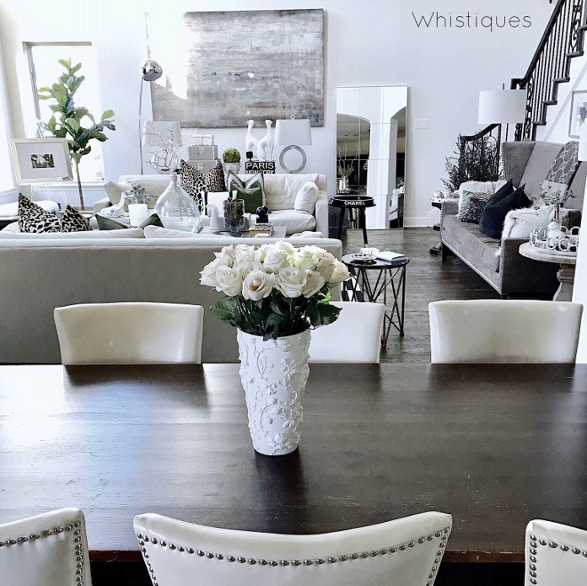 Open dining room to living room. The living room feels connected to the dining, making of this entire space perfect for entertaining. Open dining room to living room. Open dining room to living room design ideas #Opendiningroom #diningroomtolivingroom Beautiful Homes of Instagram @whistiques