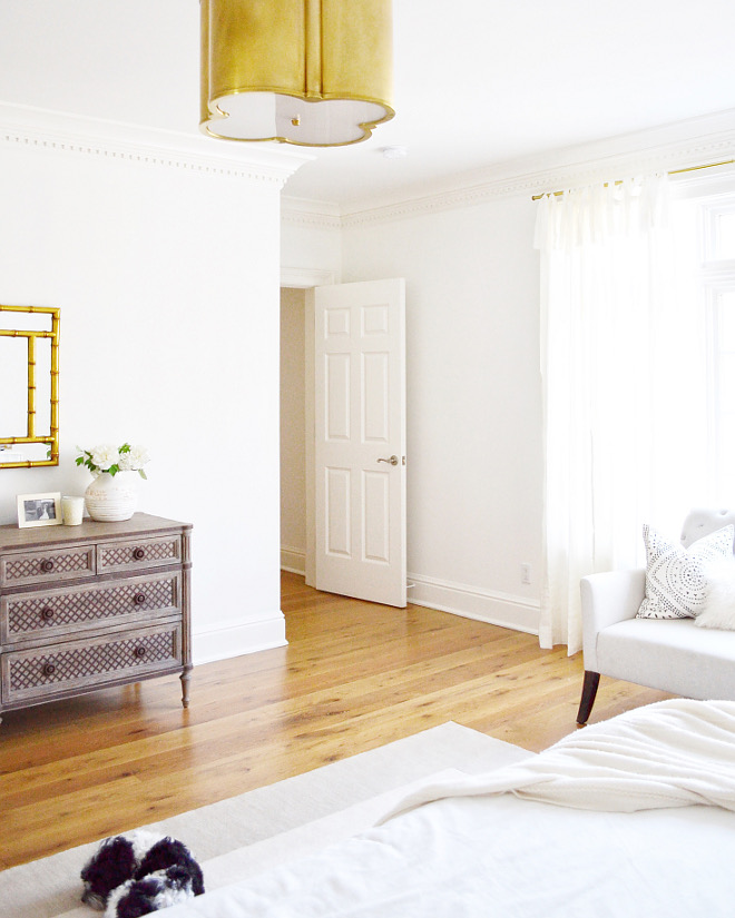 Simply White by Benjamin Moore. Paint color is Simply White by Benjamin Moore. Simply White by Benjamin Moore #SimplyWhitebyBenjaminMoore #paintcolor Beautiful Homes of Instagram @HomeSweetHillcrest