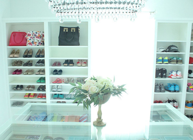 Closet with island, bag shelves and shoe shelves. Everything is painted in Sherwin Williams Extra White. White walk-in Closet with island, bag shelves and shoe shelves. Closet with island, bag shelves and shoe shelves #Closet #walkincloset #closetisland #bagshelves #shoeshelves Beautiful Homes of Instagram @organizecleandecorate