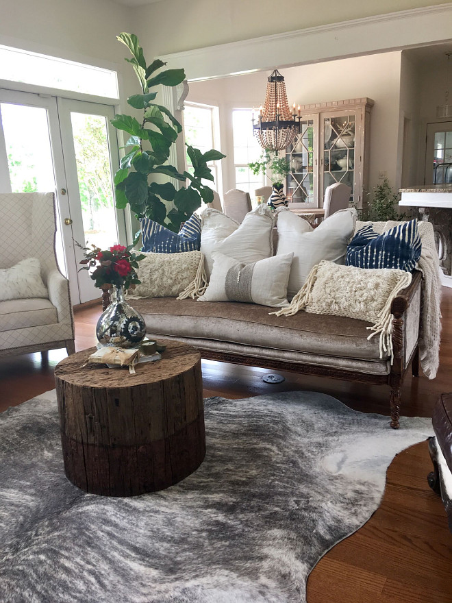 Living room design ideas. The coffee table is made of reclaimed wood and from @anthropologie. Beautiful Homes of Instagram @cindimc.ivoryhome