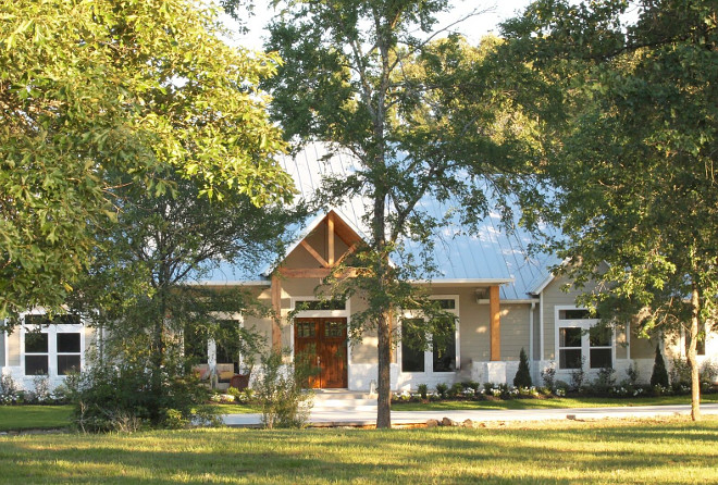 Modern Farmhouse Exterior. Nestled into the Piney Woods of east Texas and sitting on 13 acres, our home is a mixture of rustic chic, industrial, and modern farmhouse. #ModernFarmhouse #Farmhouse Beautiful Homes of Instagram @organizecleandecorate