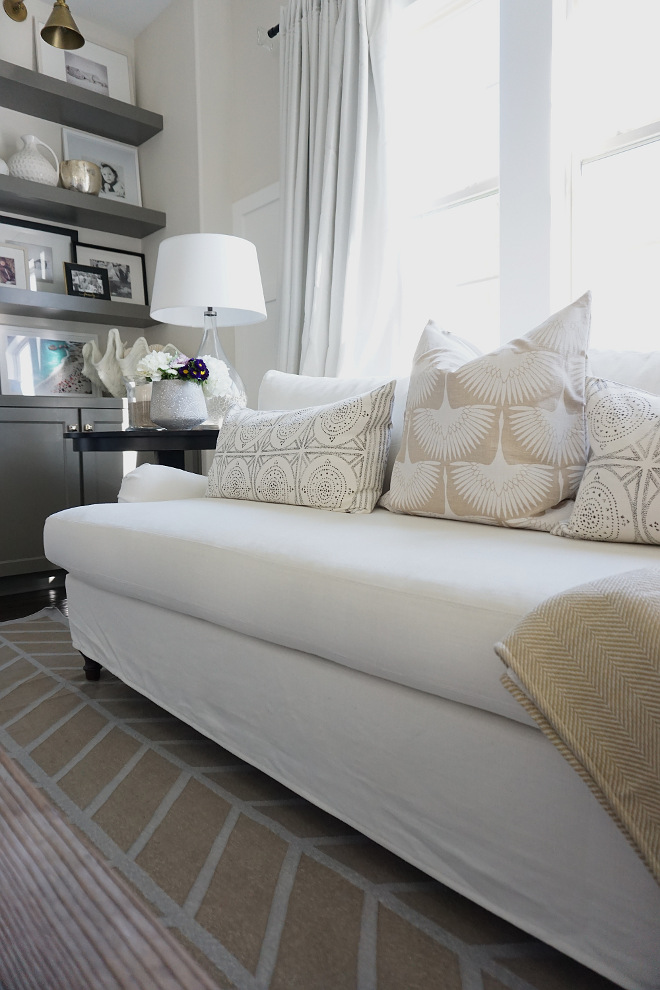 Pillows. Neutral pillows. Sofa newutral pillows #pillows #neutralpillows Beautiful Homes of Instagram @MyHouseOfFour