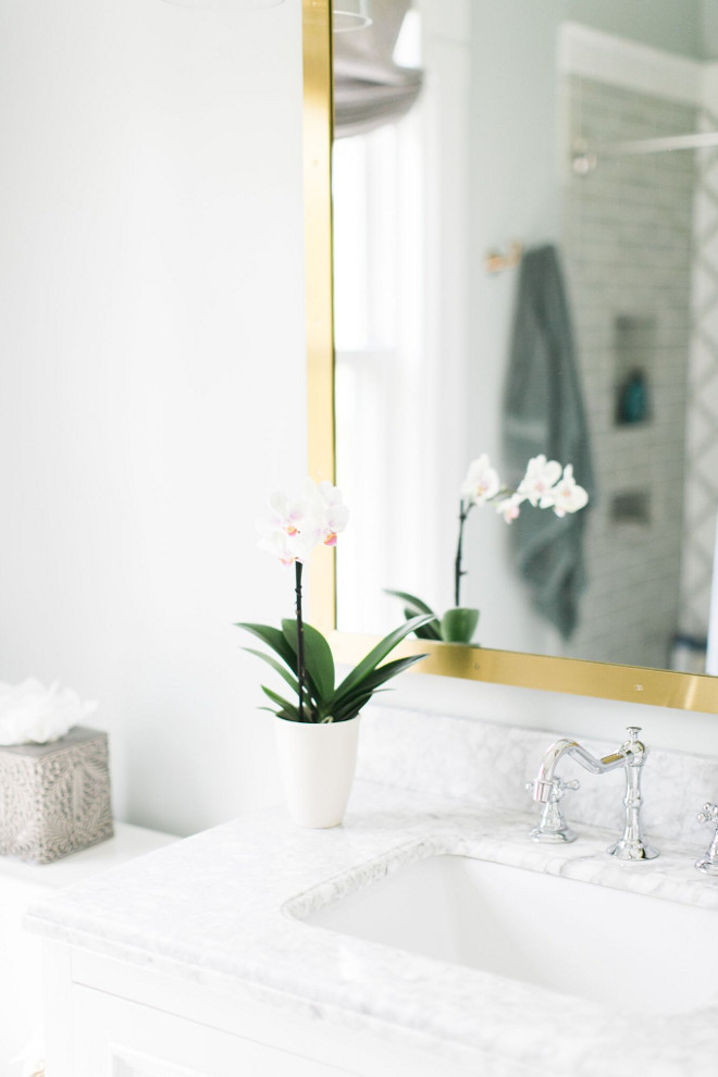 Bathroom Flower. Bathroom Flowers #BathroomFlower #Bathroom Home Bunch Beautiful Homes of Instagram @finding__lovely