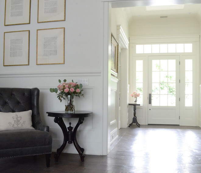 Benjamin Moore Swiss Coffee. Off white wainscoting Paint Color Benjamin Moore Swiss Coffee #BenjaminMooreSwissCoffee #wainscotting #paintcolor Beautiful Homes of Instagram @SanctuaryHomeDecor