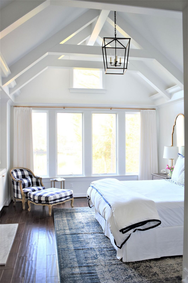 Decorator's White by Benjamin Moore. High Ceiling Bedroom painted in Decorator's White by Benjamin Moore. Decorator's White by Benjamin Moore. Decorator's White by Benjamin Moore #DecoratorsWhitebyBenjaminMoore #bedroom #highceiling #paintcolor Kate Abt Design