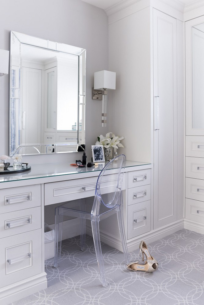Dressing room with lucite hardware. Dressing room with lucite cabinet hardware. Dressing room with lucite hardware ideas #Dressingroom #lucitehardware #lucitepulls #lucitecabinethardware Tara Fingold Interiors